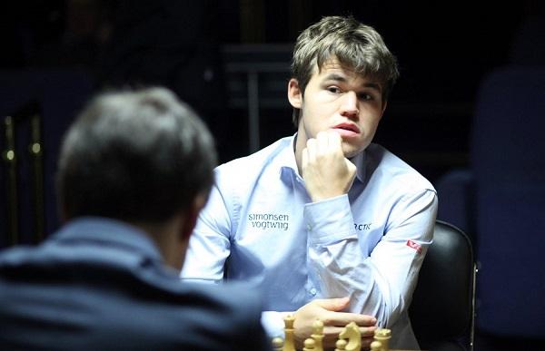 Magnus Carlsen w ostatniej partii z Piotrem Swidlerem