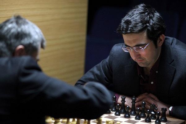Władymir Kramnik w ostatniej rundzie zmierzył się z Wasilijem Iwańczukiem